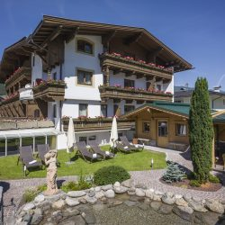 Hotel_Alpina_Landstrasse_19_Ried_Garten_Haus