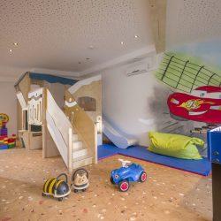 Hotel_Alpina_Ried_Landstrasse_19_Spielezimmer